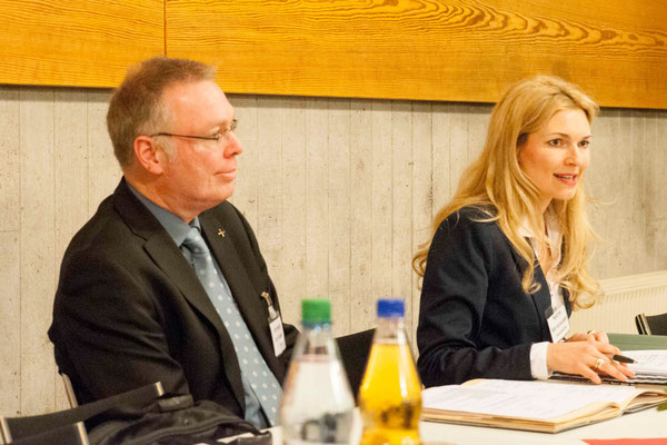 Dekan Burkhard zur Nieden und Präses Nadine Bernshausen