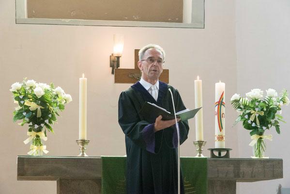 Pfarrer Helge Hofmann hielt die Liturgie im Festgottesdienst