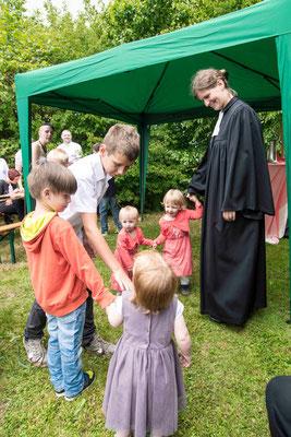 Anja Fülling tanzt mit Kindern