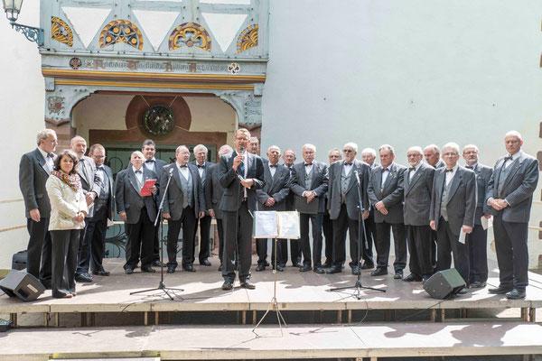 Eröffnung des Festes auf dem Klosterberg durch Bürgermeister Kai-Uwe Spanka und den Männergesangverein Amönau