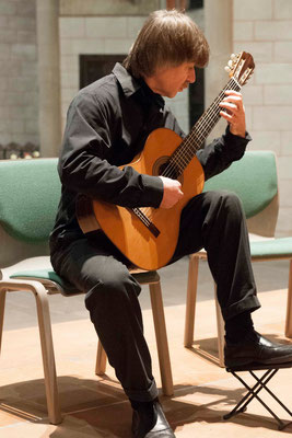 Gitarre: Viktor Medyessa