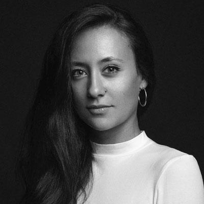 SARA DELGADO: Ayudante de producción