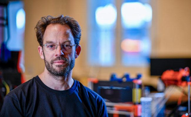Aktivist und Informatiker Daniel Domscheit-Berg posiert für ein Portrait. Corporate-Fotografie, Businessportrait Portrait