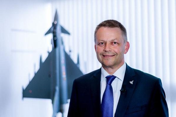 Volker Paltzo, CEO Eurofighter Jagdflugzeug GmbH posiert für ein Portrait. Corporate-Fotografie, Businessportrait Portrait