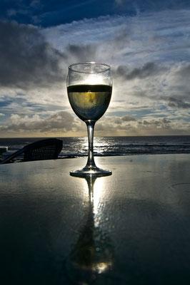 Il sole nel bicchiere - tramonto a El Golfo Lanzarote -Foto di Alessandro Giacoletto