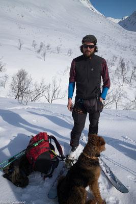 Unser Bergführer Sverre und sein Hund Rando.