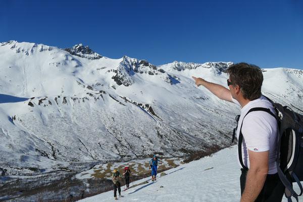 Rückblick im Aufstieg des 4. Tages auf die Abfahrtshänge vom Kopphornet unseres ersten Tourentages.