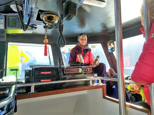Abendprogramm : Übersetzen über den Fjord mit einem großen Taxiboot nach Trandal mit Kapitän Daniel, gleichzeitig auch Besitzer unserer Abendlocation.