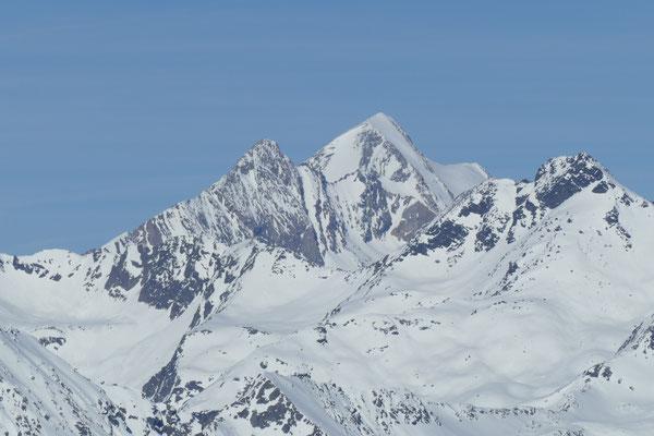 Und im Nordosten grüßt uns der höchste Berg Österreichs, der Großglockner.