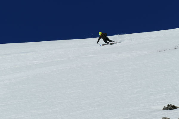Werner hat in den steilen Firnhängen der Sunnmore Alps so richtig Gas gegeben.