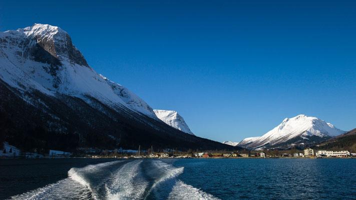 Ein letzter Blick zurück auf unser Hotel Sagafjord in Saebo.