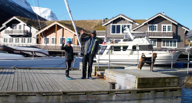 Wir winken auf ein Wiedersehen mit Sverre, seinem Sohn Gaupe und Hund Rando.