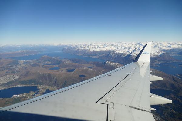 Mit der KLM von Wien weg über Amsterdam in Anflug auf Alesund und die Sunnmore Alps.