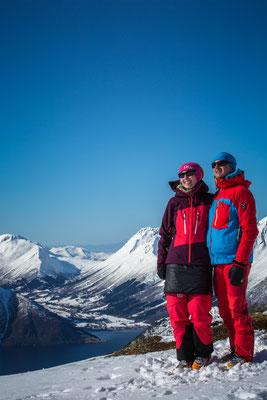 Petra und Egbert mit Fjord.