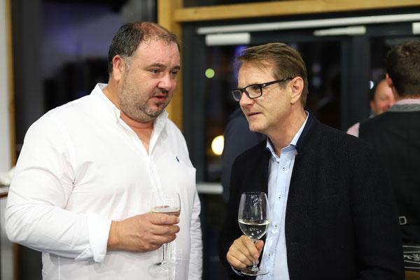 Gerald Schützenhöfer, Schriftführer-STV unseres Vereins, im Gespräch mit dem Hartberger Bürgermeister Markus Martschitsch.