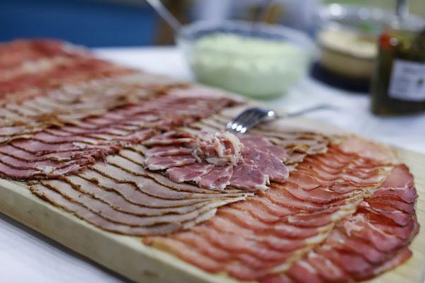 Die Fleischwaren und Aufstriche wurden bei der Familie Jeitler in Reibersdorf bei Grafendorf besorgt.