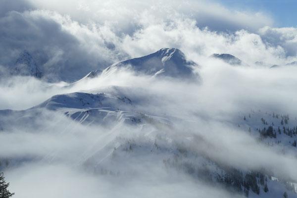 Am Samstag machte das Wetter mit seinem Wolkenspielen wunderbare Stimmungen am Berg.