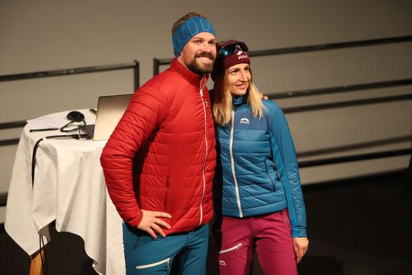 Die Firma Skinfit Graz lockerte den Vortragsabend mit 2 Durchgängen Modeschau auf - hier die Models Birgit und Markus.