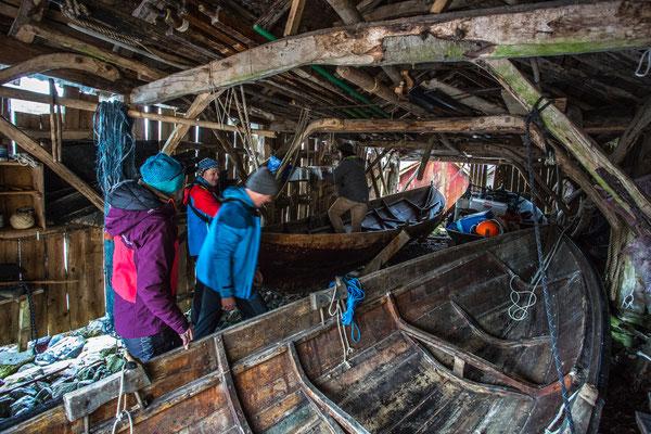 vor dem Fischen hat er uns sein Bootshaus und seine schönen Holzboote gezeigt.