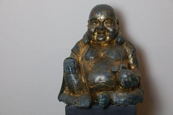 Lucky Buddha - Gips mit Schlagmetall - oxidiert - Höhe ca. 43 cm (2014)