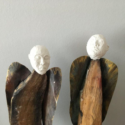 2 Engel - Plastiform auf Holz - Höhe ca. 40 cm (2019)