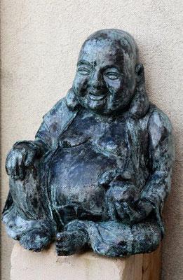 Lucky Buddha - Beton massiv mit Bronzepatina - Höhe ca. 50 cm (2014) WINTERHART!