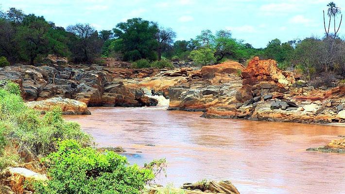 Adamson Falls. Tana River