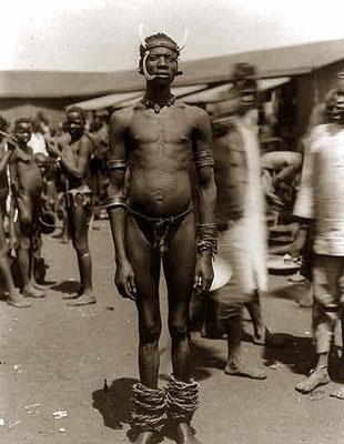 Uomo Wadshagga - Membro della tribù Chagga (Tanzania) mischiatosi con i Kavirondo. Porto Florece nel 1890.