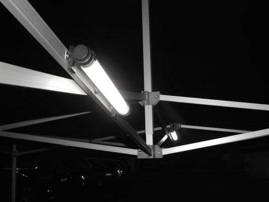 Halterung für die kabelfreie LED-LUMINATION® an einem Faltzelt
