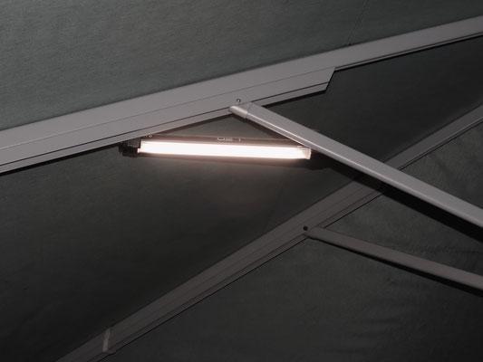 Kabelfreie LED Beleuchtung für Gastronomie Sonnenschirme