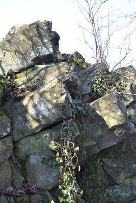 Basalt-Säulen am Gipfel