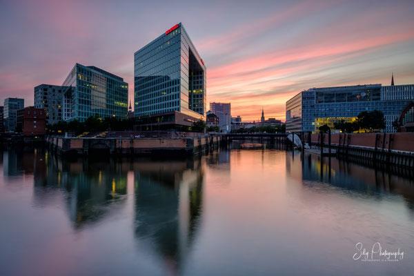 """Hamburg / Hafencity, """"Spiegelhaus"""", Langzeitbelichtung, 2017, © Silly Photography"""