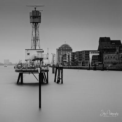 Hamburg / Hamburger Hafen, Blick vom Dockland nach Neumühlen, Langzeitbelichtung, 2012, © Silly Photography