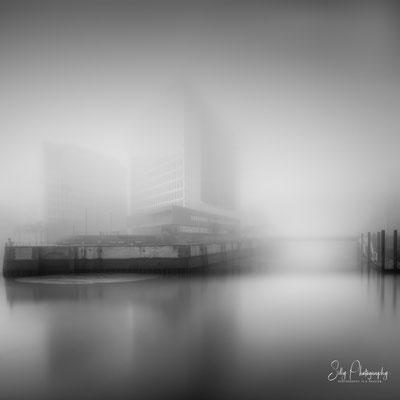 """Hamburg / Hafencity, """"Spiegelhaus"""", Langzeitbelichtung, 2018, © Silly Photography"""