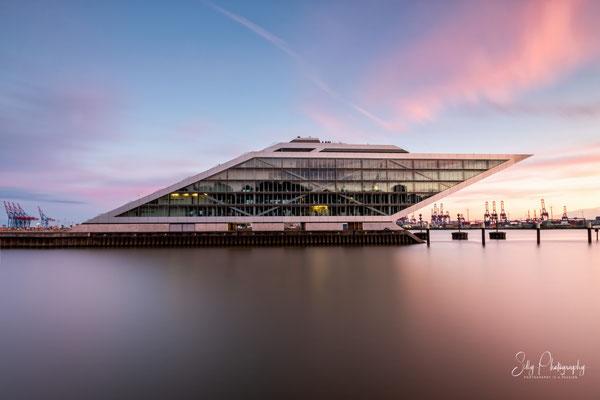 Hamburg / Dockland, Langzeitbelichtung, 2021, © Silly Photography