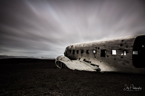 Island, Flugzeugwrack, schwarzer Sandstrand, Langzeitbelichtung, 2015, © Silly Photography