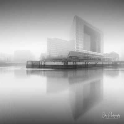 Hamburg / Hafencity, Spiegel-Gebäude, Langzeitbelichtung, 2019, © Silly Photography