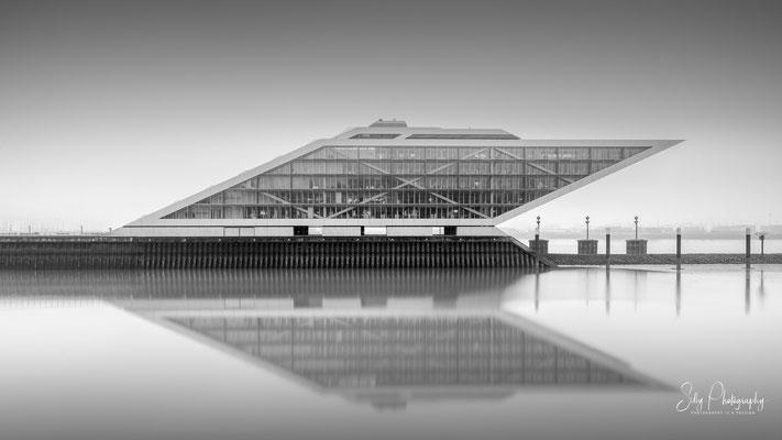 Hamburg / Dockland, Hamburger Hafen, Langzeitbelichtung, 2019, © Silly Photography