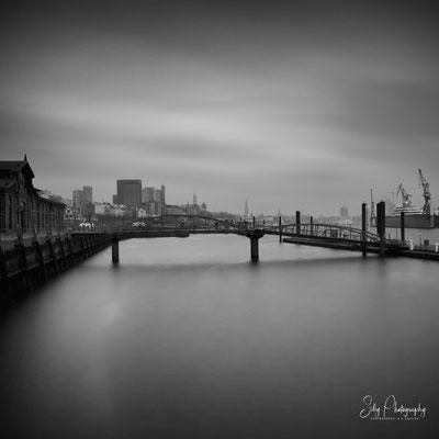 Hamburg / Hamburger Hafen, Fähranleger Fischmarkt, Langzeitbelichtung, 2015, © Silly Photography