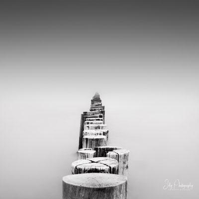 Zingst / Darß, Buhnen Langzeitbelichtung, 2018, © Silly Photography