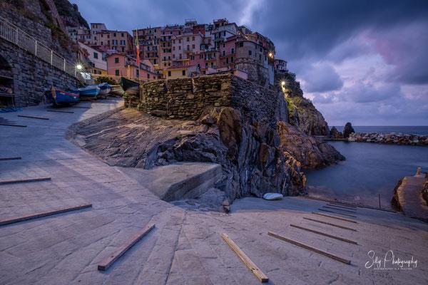 Italien / Ligurien / Cinque Terre / Manarola, Langzeitbelichtung, Sonnenaufgang, 2019, ©Silly Photography