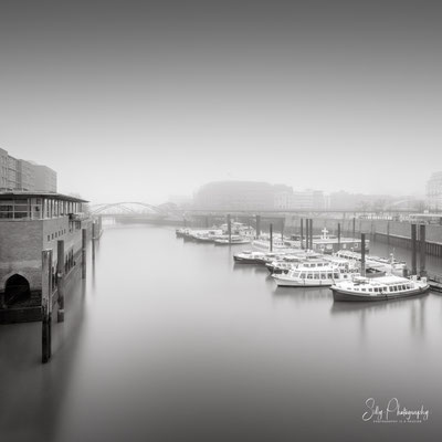 Hamburg / Hafencity, Hamburger Hafen, Langzeitbelichtung, 2020, © Silly Photography