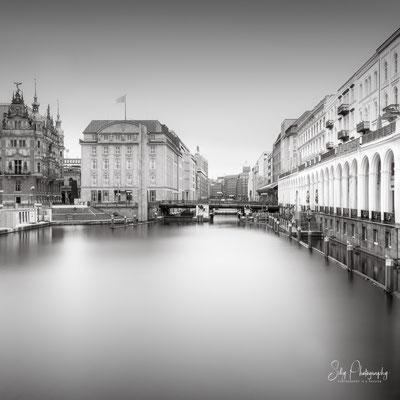 Hamburg / Alsterarkaden, Binnenalster, Langzeitbelichtung, 2021, © Silly Photography