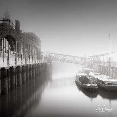 Hamburg / Landungsbrücken, Hamburger Hafen, Langzeitbelichtung, 2020, © Silly Photography