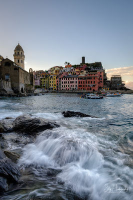 Italien / Ligurien / Cinque Terre / Vernazza, Langzeitbelichtung, Sonnenaufgang, 2019, ©Silly Photography