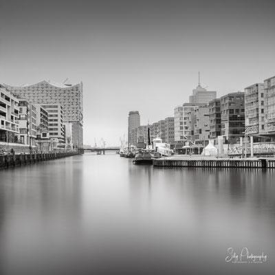 Hamburg / Hafencity, Elbphilharmonie, Langzeitbelichtung, 2021, © Silly Photography