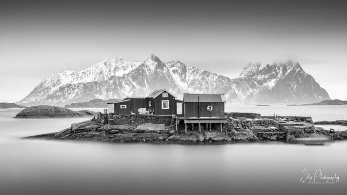 Lofoten, Fischerhütten, Langzeitbelichtung, 2019, © Silly Photography