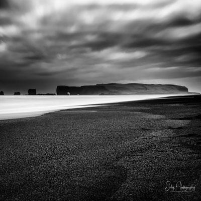 Island, Dryhólaey, Vik i Myrdal, schwarzer Strand, Langzeitbelichtung, 2015, © Silly Photography