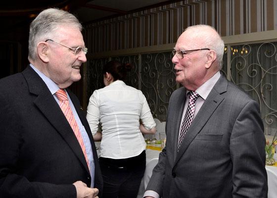 Werner Echle begrüßt Dr. Erwin Teufel        Foto: Jochen Hahne