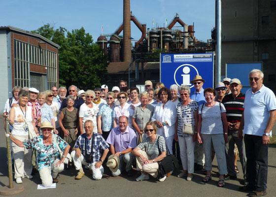 """Die GHV-Gruppe vor dem Weltkulturerbe """"Völklinger Hütte"""""""